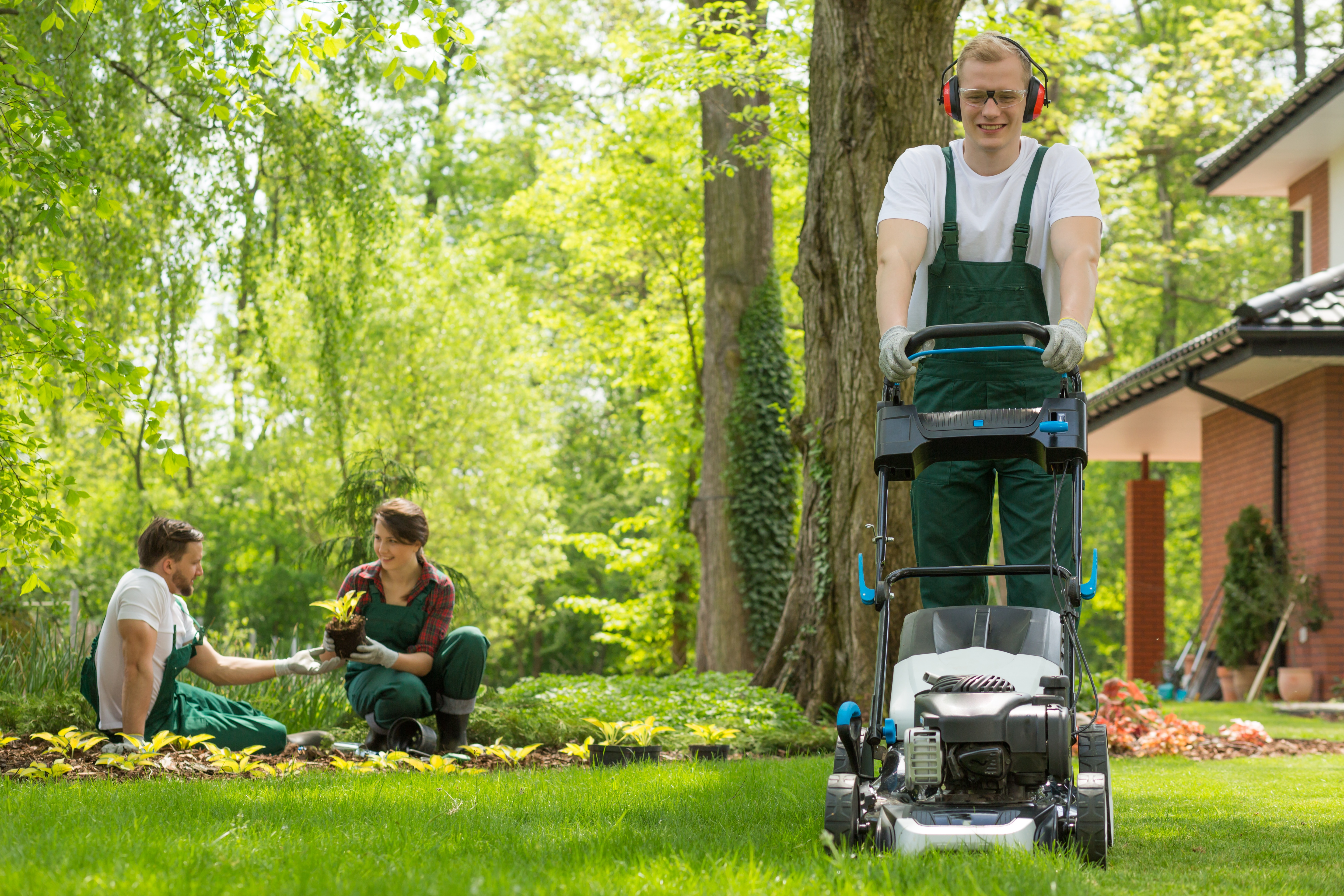Always refer to the owners manual for operating and safety instructions before attempting to operate your lawn mower.